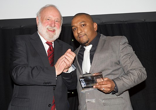 Cropped Mo Islam Pic UCLH Awards